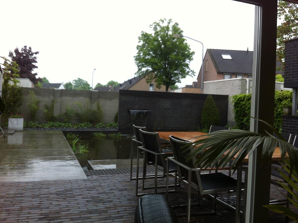 Bomen rooien moderne strakke design tuin bij villa in goirle for Design tuinen