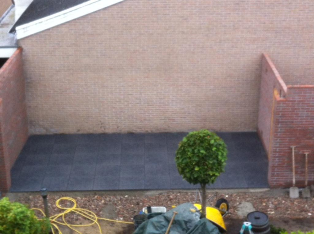 Bomen rooien keramische buitentegels - Foto sluit een overdekt terras ...